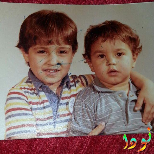 أحمد فهمي وهو طفل صغير مع أخوه كريم فهمي