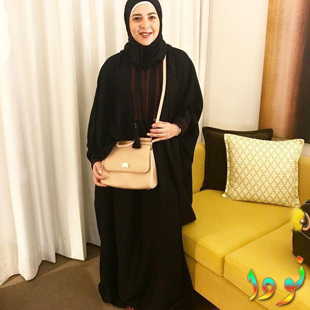 إيمي سمير غانم بالحجاب أثناء تأديتها العمرة