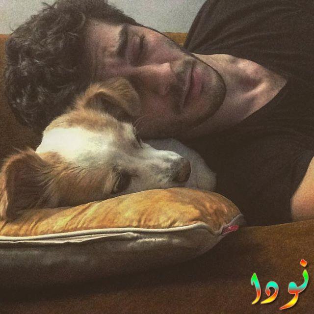 بوراك دينيز وكلبه