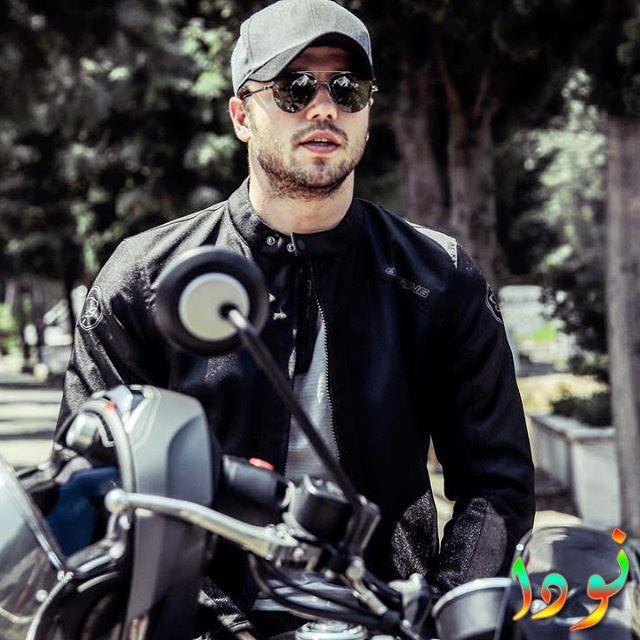 تولغا ساريتاش يركب دراجته النارية