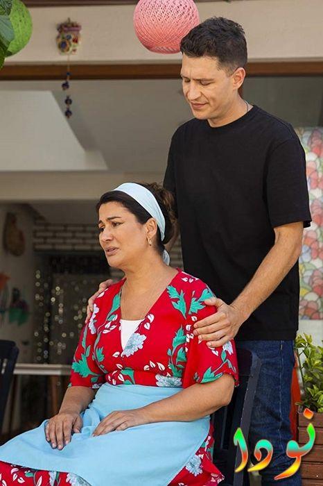 دنيز مع أمه مليحات