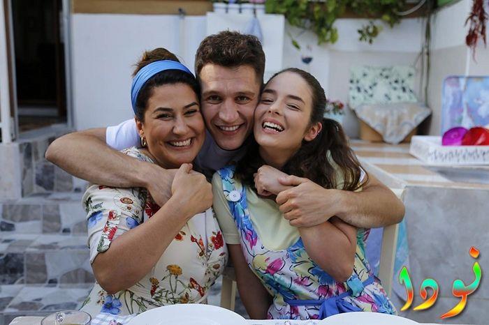 دينيز مع والدته وأخته