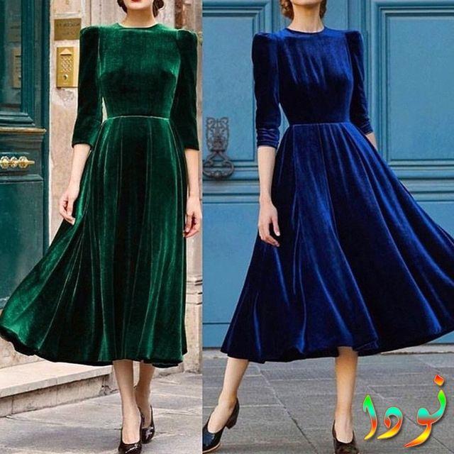 فستان قطيفة باللون الأزرق والأخضر