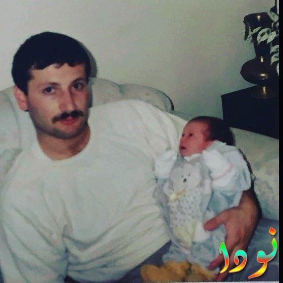هازال كايا وهي صغير جدا مع والدها