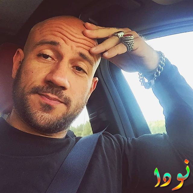أحمد مكي داخل سيارته