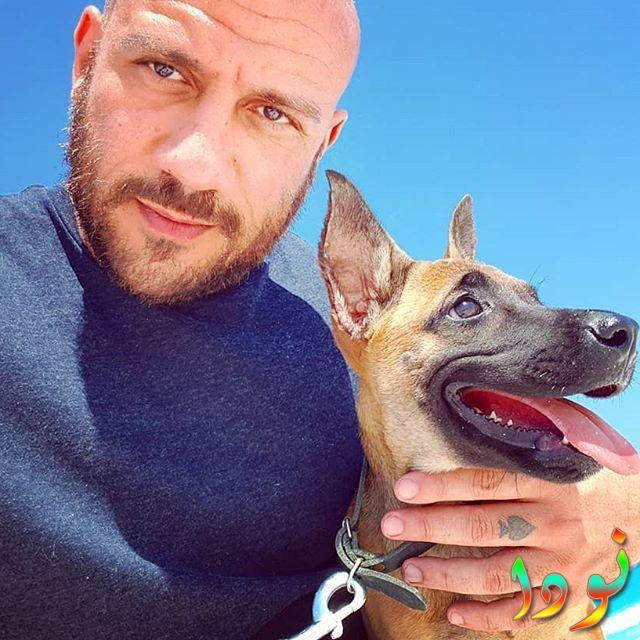 أحمد مكي مع كلبه