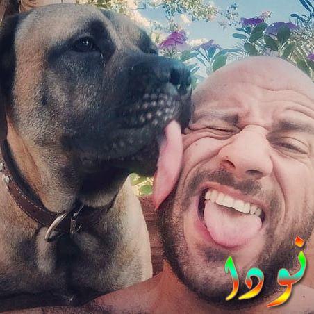 أحمد مكي يلعب مع كلبه