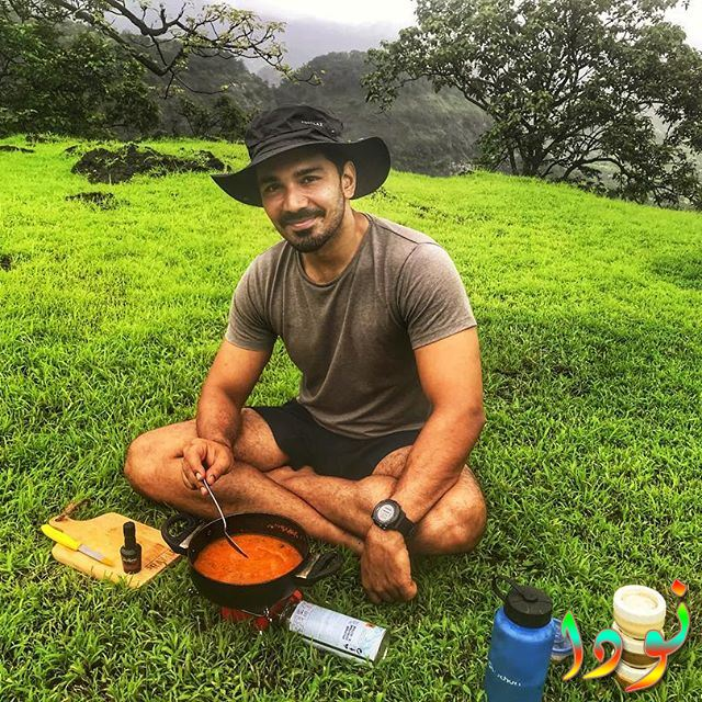 الممثل ابهيناف شوكلا يتناول وجبة الغداء مع الطبيعة