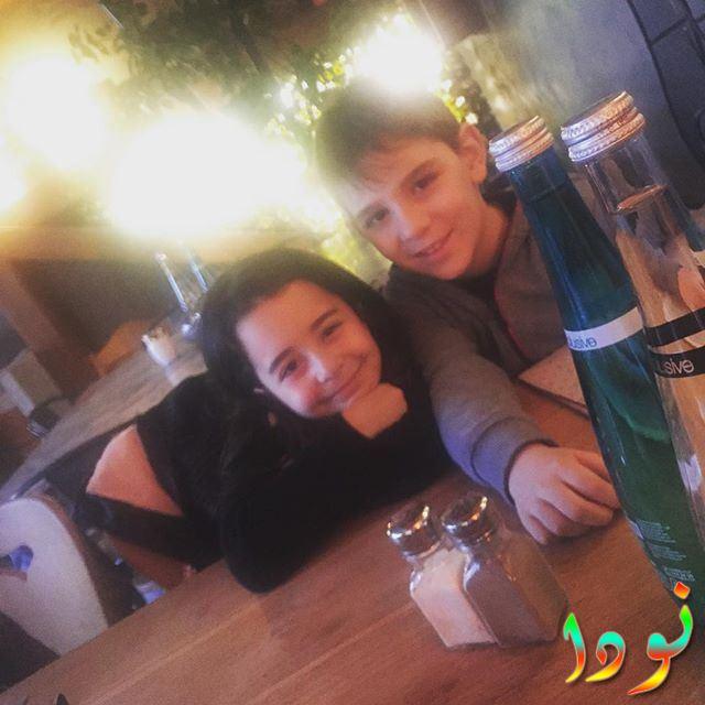 بيرين جوكيلديز مع أخوها
