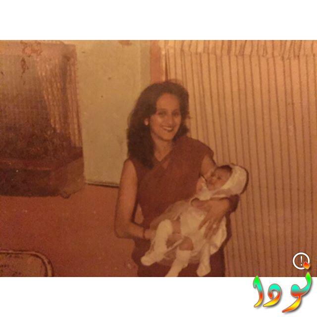 جينيفر وينجت وهي طفلة صغيرة مع والدتها