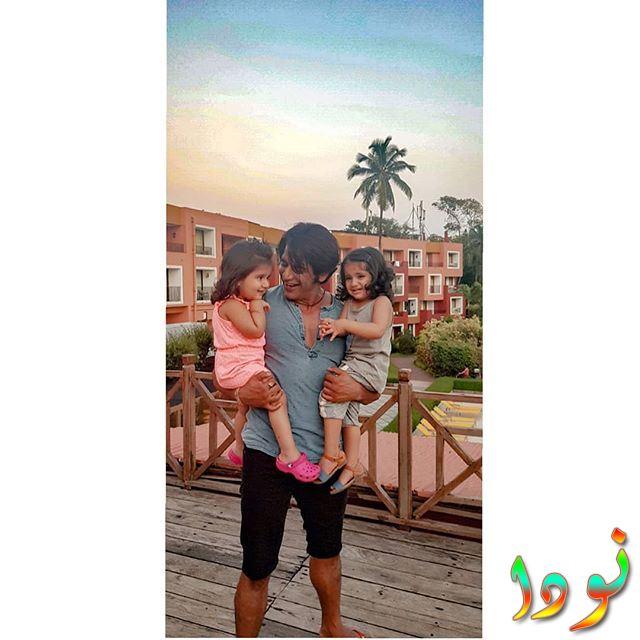 كارانفير بوهرا فيس بوك مع بناته