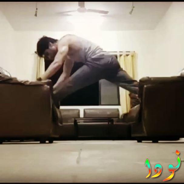 هارشاد تشوبرا يمارس الرياضة في منزله