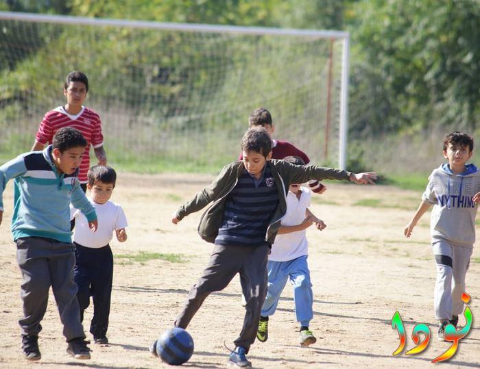 أمير بيرك زينسيدي ( ميمو ) يلعب كرة الشارع