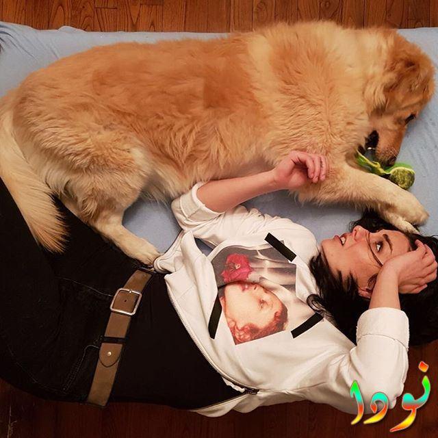 أوزلم يلماز مع كلبها