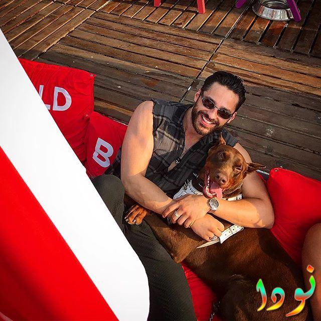 إيكين ميرت دايماز وكلبه، فهو يحب تربية الكلاب والقطط