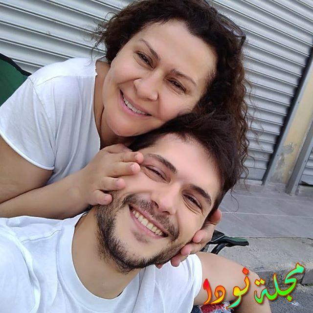 البيرين مع امه