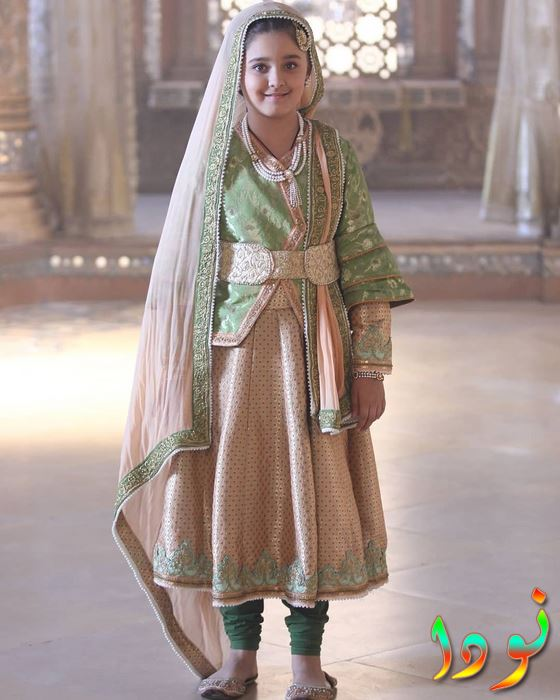 الطفلة الممثلة نيشا خانا في دور أناركلي وهي طفلة