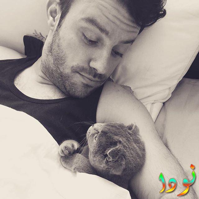 صورة جديدة لصالح بادمجي مع قطته