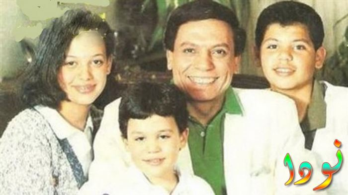 صورة لعادل إمام مع أولاده في سن الطفوله