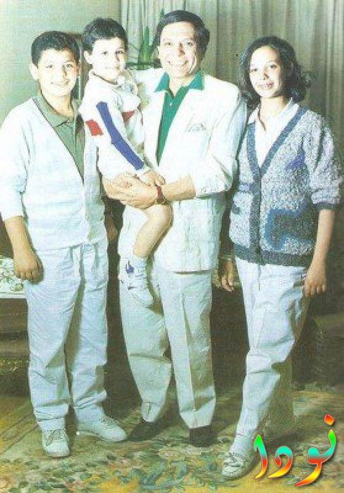 عادل إمام مع أولاده رامي ومحمد وسارة