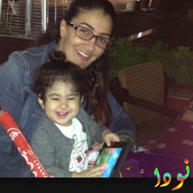 غادة عبد الرازق مع بنت بنتها