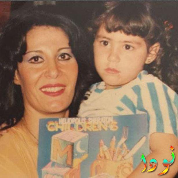 منة شلبي ووالدتها وهي طفلة