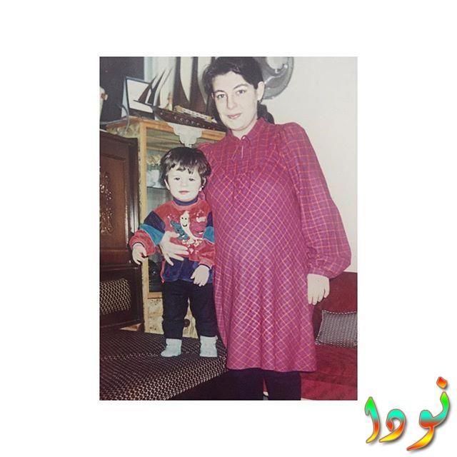 أليف دوغان مع والدتها وهي صغيرة