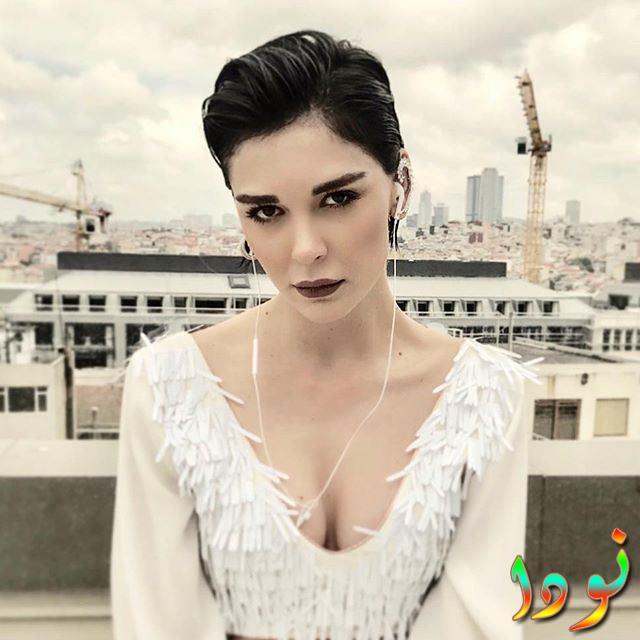 الممثلة التركية سيفكان يسار