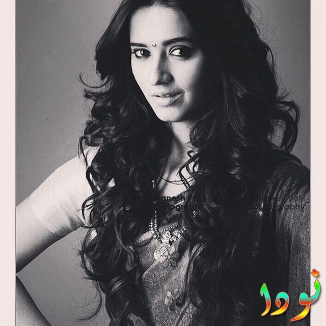 الممثلة الهندية شيفاني سورف