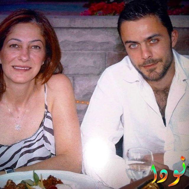 ايرين هاجي صالح اوغلو مع أمه