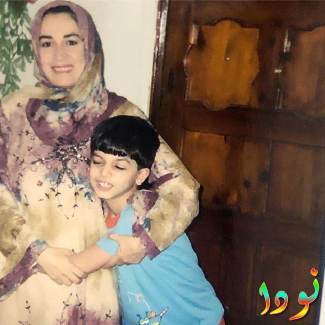 حازم أيهاب وهو صغير مع والدته