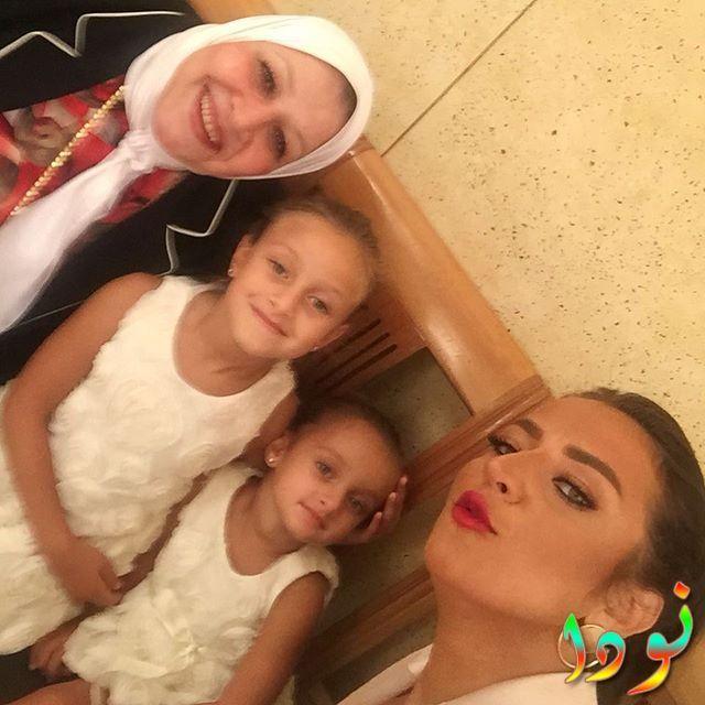 رضوى الشربينى وأمها وبناتها