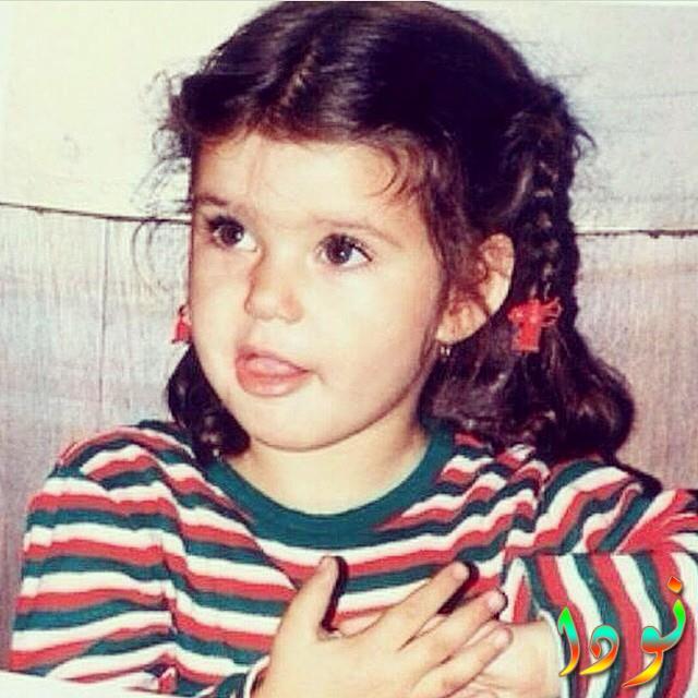صورة نادرة لبيرين سات وهي طفلة صغيرة
