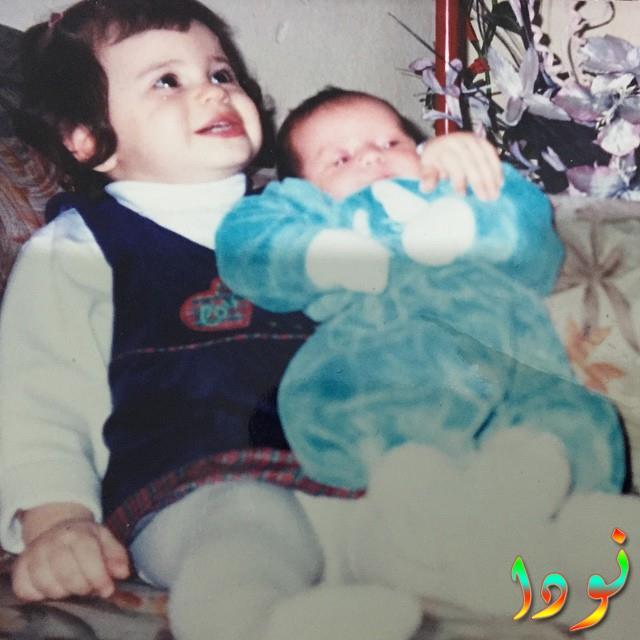 طفولة اليف السعيدة مع شقيقتها وهم صغار