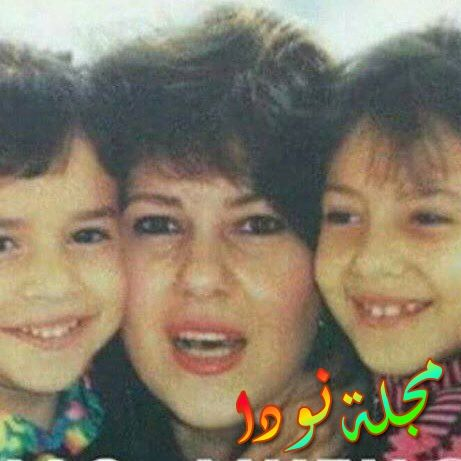 طفولة دنيا سمير غانم مع شقيقتها إيمي ووالدتها