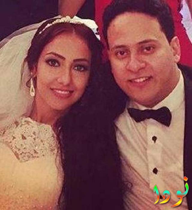 كريم عفيفي وزوجته