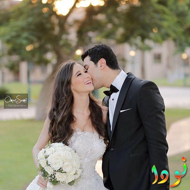 محمد أنور وزوجته في يوم زفافهم