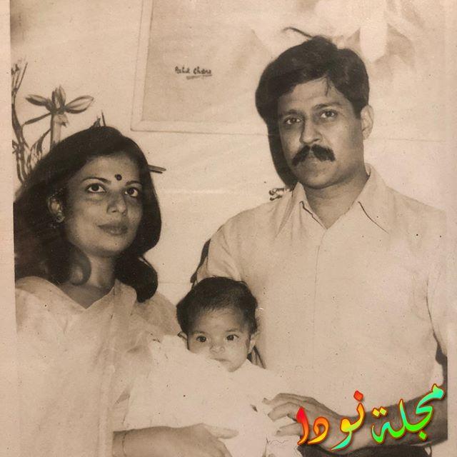 بريانكا شوبرا وهي صغيرة مع والدها ووالدتها