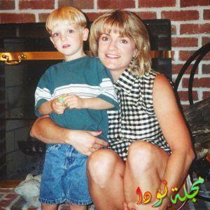 لوجان بول وهو صغير مع والدته