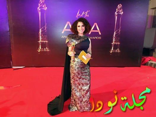نسمة محجوب أثناء استلامها لجائزة أفضل أغنيةفي فيلم الكنز