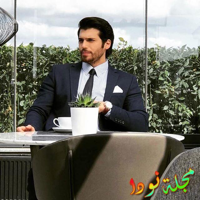 رجل الأعمال فريد في مكتبه