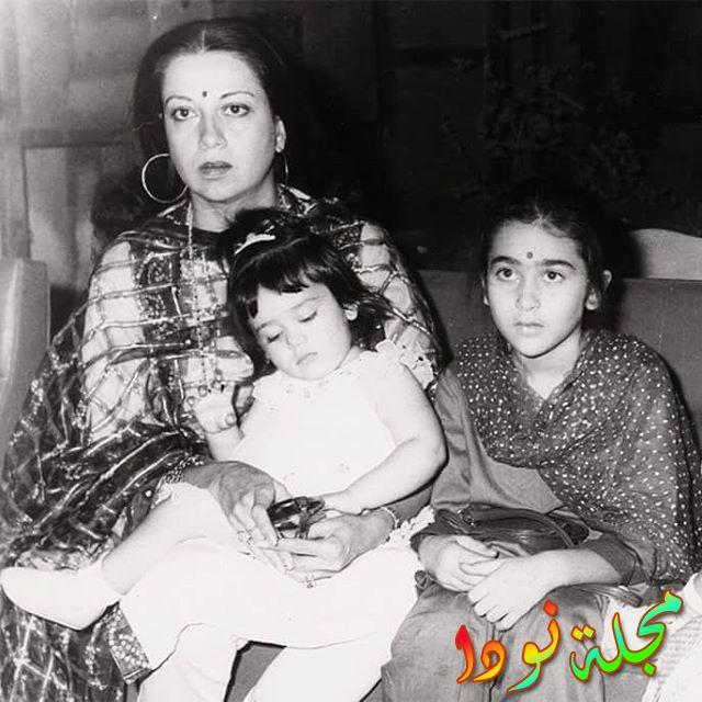 صورة تجمها مع امها