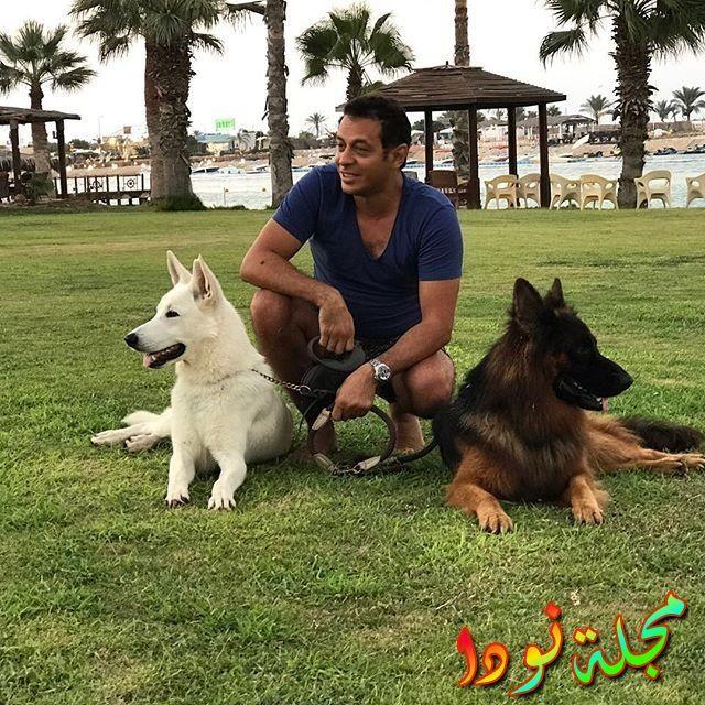 صورة جميلة مع كلابه