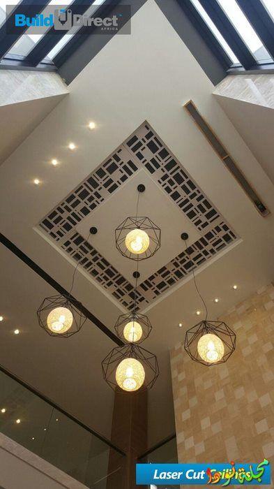 سقف باللون الأسود والأبيض مربعات