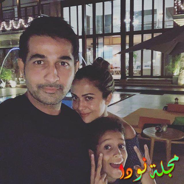 صورة عائلية لأمريتا أرورا مع زوجها وابنها