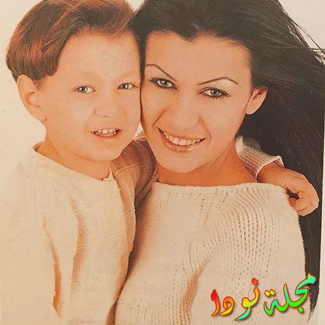 صورة قديمة نادين الراسي مع ابنها