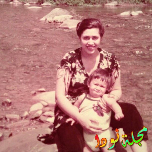 علي رحمن خان وهو صغير مع والدته