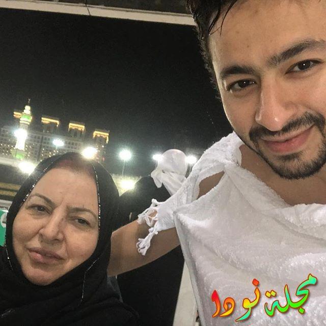 حمادة هلال مع والدته في الحج