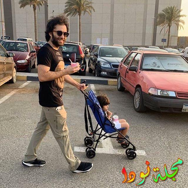 شريف رمزي يقوم بنزهة مع طفله
