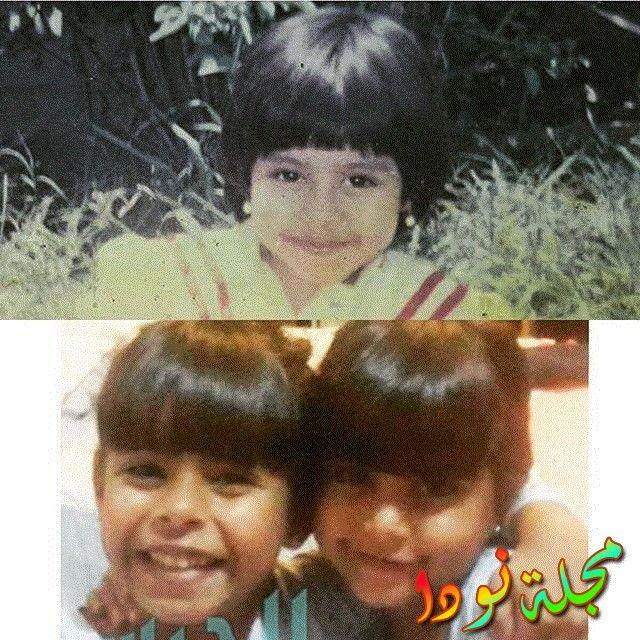 صورة لها مع شقيقتها وهي صغيرة